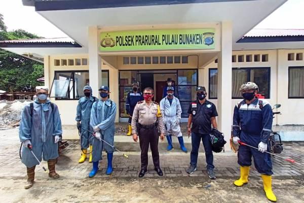 Sambangi Pulau Bunaken, FKDM Gandeng Dewan Manado dan Panji Yosua Lakukan Penyemprotan