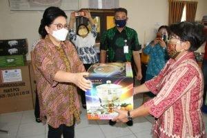 Ibu Rita Salurkan Bantuan Peralatan Catering di Minahasa dan Tomohon
