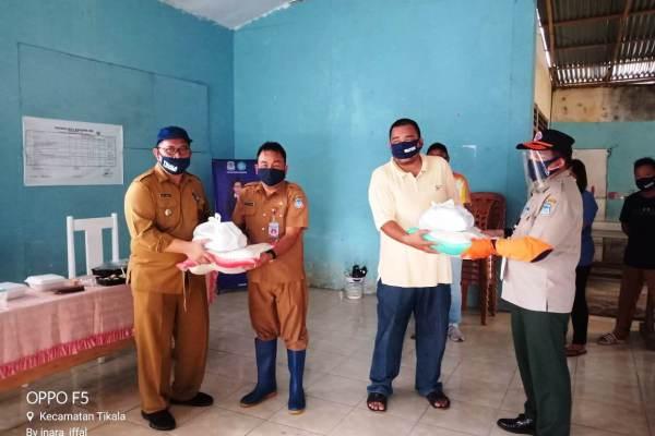 Bansos 858 Paket Tikala Baru Sudah Disalurkan, Kadis Sosial Mewakili Walikota Menyerahkan Bantuan ke Camat Tikala