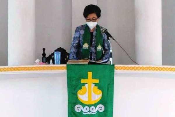 Ketua TP PKK Kota Manado Khadim Ibadah Minggu di Jemaat Sabar Manado Tua
