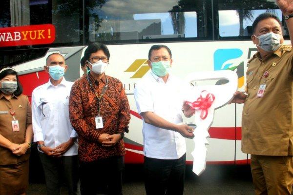Menkes Serahkan Mobil PCR Bantuan  PT MSM Kepada Gubernur Sulut