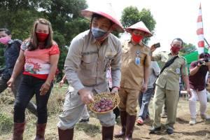 Ajak Ba Tanam, Wagub Kandouw Masifkan Gerakan 'Mari Jo Bakobong' di Boltim