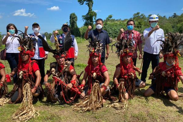 Gubernur Olly Letakan Batu Pertama Taman Wisata Budaya Waruga di Lokasi Pembangunan Bendungan Kuwil Kawangkoan