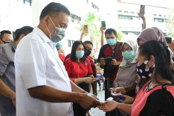 Launching BSB, Gubernur Olly Salurkan 4.298 Ton Beras untuk 95.517 KPM di Sulut