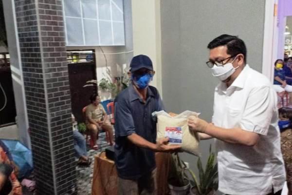 Berbaur Dengan Warga Mahakeret Timur, MOR Pastikan Bantuan Lansia Ditambah
