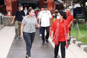 Rita Tamuntuan Semangat Dampingi Suami Tercinta Temui Warga Kepulauan
