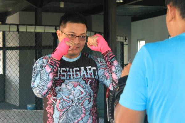 HJP Latih Tanding dengan Atlit International Olahraga Mixed Martial Arts