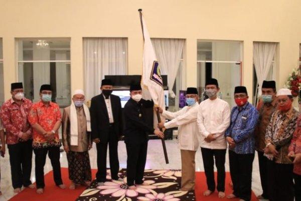Lepas Kafilah Sulut ke MTQ Nasional di Padang, Pjs Gubernur Fatoni Ingatkan Soliditas dan Patuhi Prokes