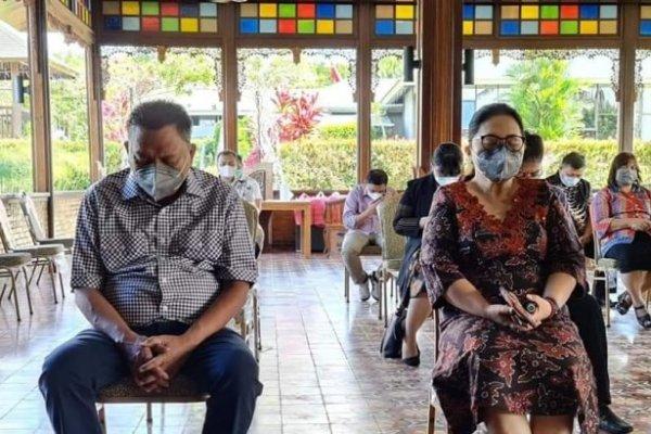Gubernur Olly dan Ibu Rita Hayati Ibadah Minggu Sengsara IV, Bahas Pengkhianatan Yudas
