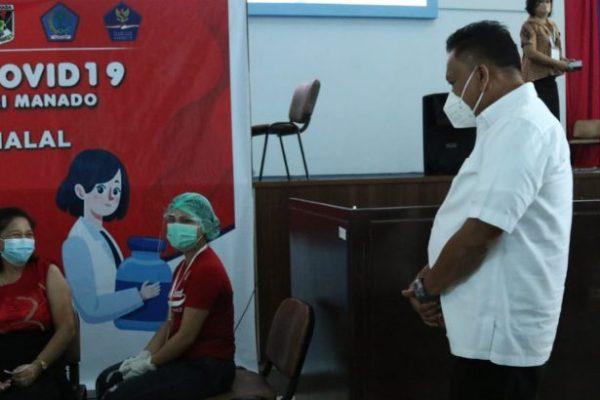 Gubernur Olly Tinjau Vaksinasi Covid-19 Bagi Tenaga Pendidik di Unima
