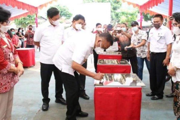 Kado Hardiknas, Gubernur Olly Resmikan Bantuan Untuk Sekolah di Sulut