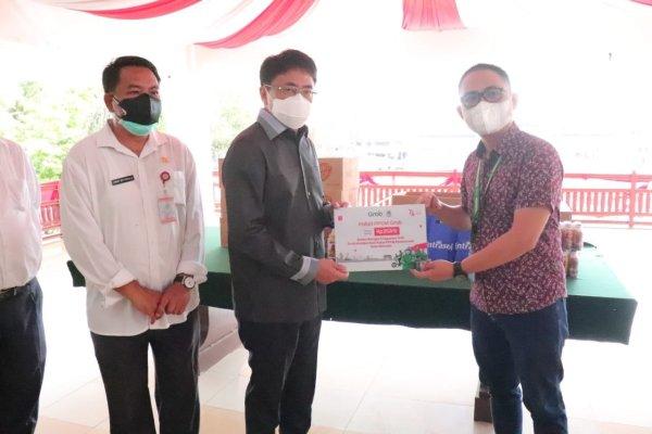 Walikota Manado Secara Simbolis Menerima Bantuan dari Kalbe Farma