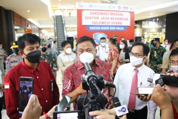 Gubernur Olly Tinjau Vaksinasi Massal Sektor Jasa Keuangan Provinsi Sulut