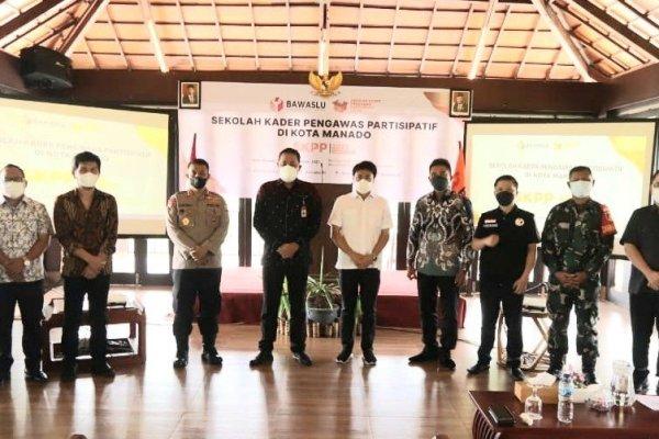 Walikota Angouw Hadiri Kegiatan Sekolah Kader Pengawas Partisipatif
