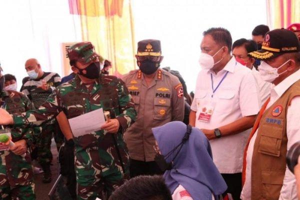 Didampingi Gubernur Olly, Panglima TNI Pantau Serbuan Vaksinasi dan Rapat bersama Forkopimda Sulut