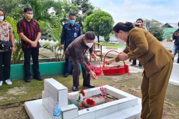 Pemprov Sulut Ziarah ke Makam Mantan Gubernur dan Wakil Gubernur Sulut di Gorontalo