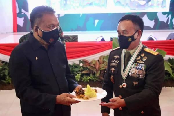 Gubernur Olly Hadiri Peringatan Puncak HUT TNI ke 76 Makodam XIII Merdeka, Manado