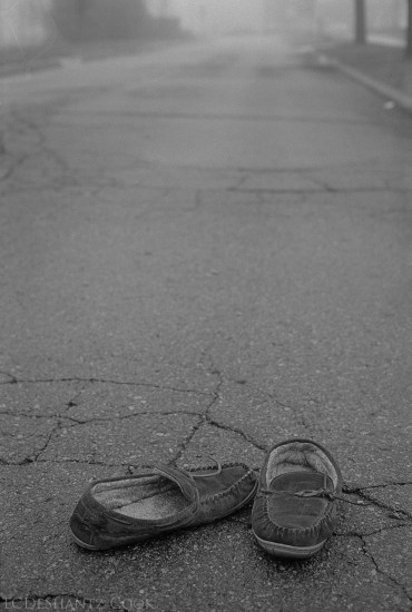 forgotten shoes in fog, Kodak Tri-X 400, Minolta SRT 102