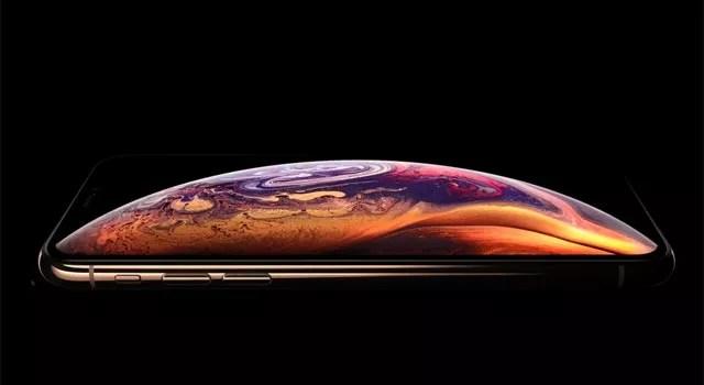 まずはiPhone XS本体のサイズや特徴を知ろう