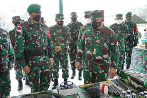 Asops Panglima TNI Kunjungi Yonif 131/Brajasakti Cek Kesiapan Satgad Pamtas