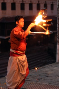 The famous Sandhya aarti at Pashupatinath