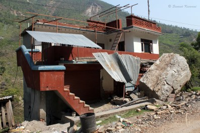 Sindhupal chowk district is spread over a region of mountains and narrow steep roads. We were headed to the town of Tatopani to distribute relief packages to the villagers of that area. Many of the houses on the route had been crushed by boulders that came rolling down after the tremors