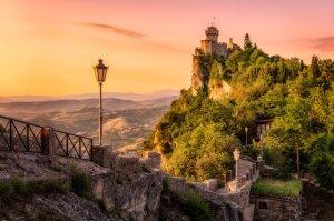 Mury i wieża   San Marino