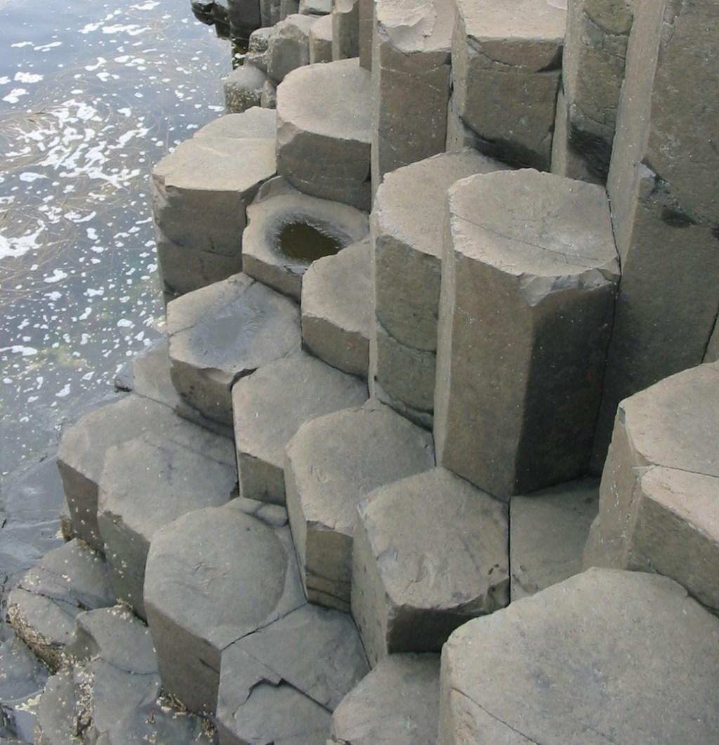 Giant's_Causeway_2006_08.jpg