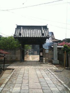 松龍寺正門前