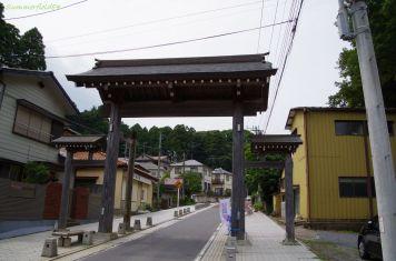 京成本線の宗吾霊堂駅そばの門