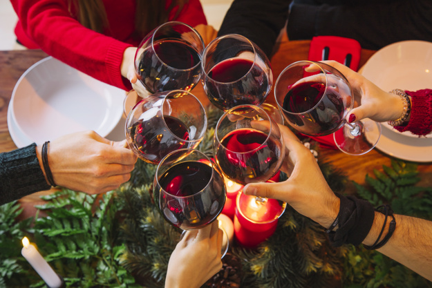 https://www.freepik.com/free-photo/christmas-dinner-concept-with-red-wine_1400618.htm