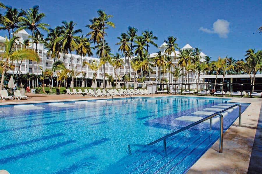 pool-riu-palace-macao_tcm55-229600