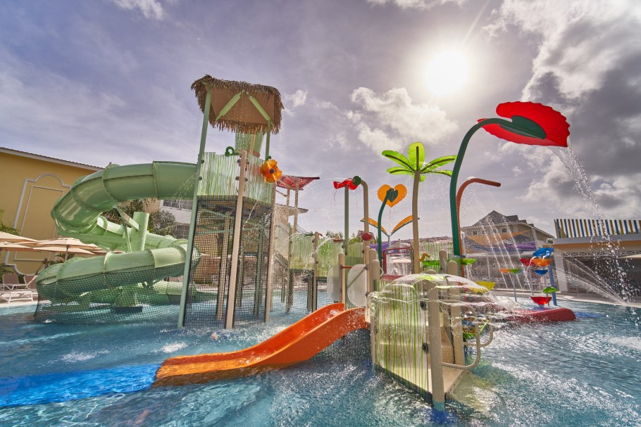 lbpesm_rdo_pool_waterpark_001_low