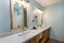 Grand Summit Model Room Bathroom