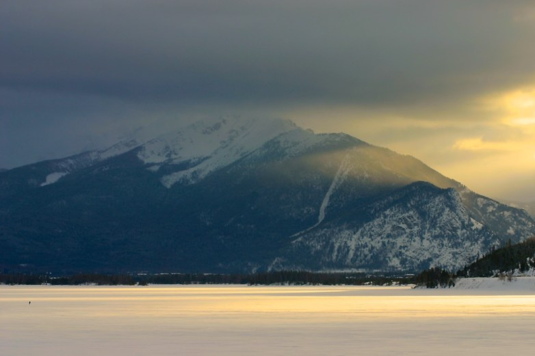Late afternoon sunlight streaming across Dillon Reservoir.