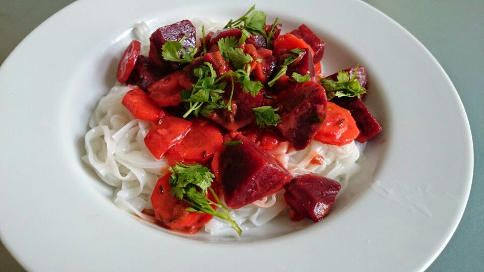 Rice noodles with spicy carrots and beets in coconut milk