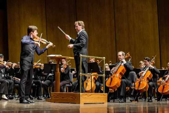 Joshua Bell performs with UKSO (Photo by Andrew Brinkerhorst, UK Singletary Center)