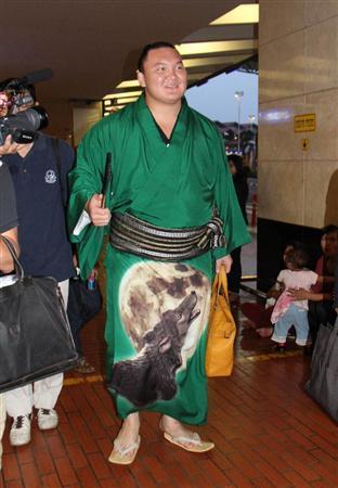 El Yokozuna Hakuho a su llegada al aeropuerto de Yakarta