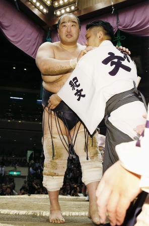 Aminishiki sufría ayer una lesión en el tobillo que le ha hecho abandonar el torneo