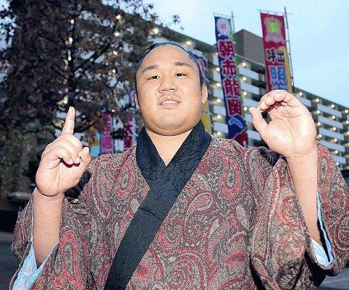 El Maegashira Ishiura se descolgaba hoy de la cabeza en su torneo de debut enMauuchi (Foto: SumoForum.net)