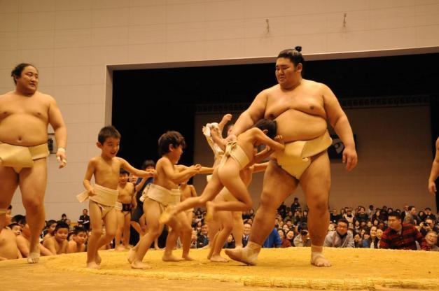 La caravana del sumo estará todo el mes de abril recorriendo la zona central de Japón (Foto: SUmoForum.net)