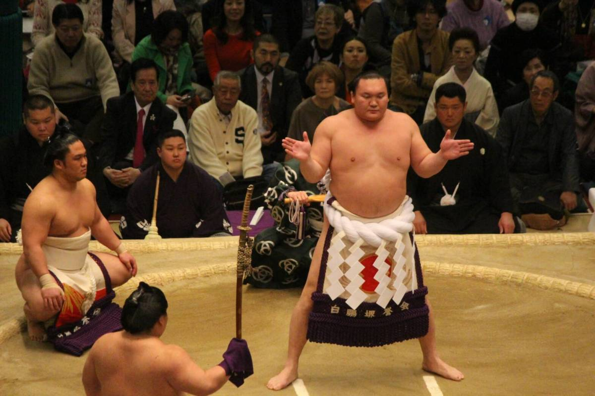 Hatsu 2019, día 2 - Sólo Hakuho se mantiene invicto