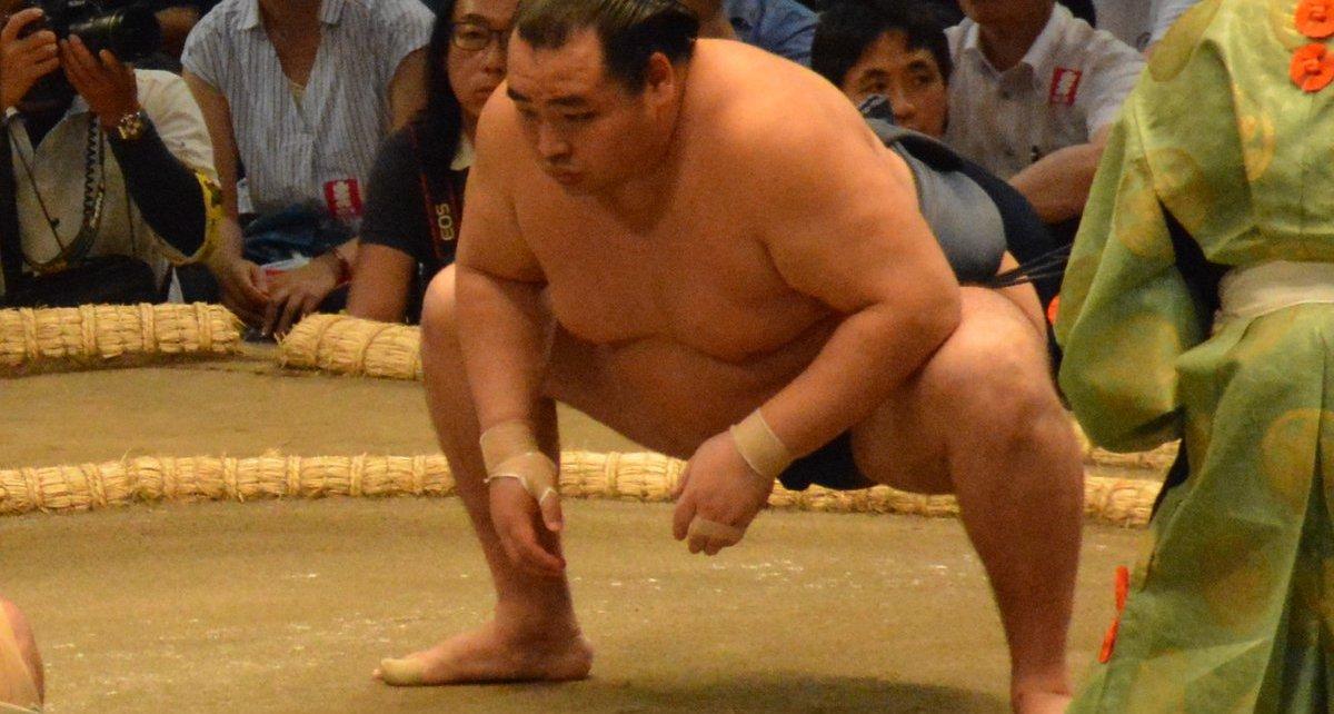 El Ozeki Kakuryu sufrió su primera derrota del torneo