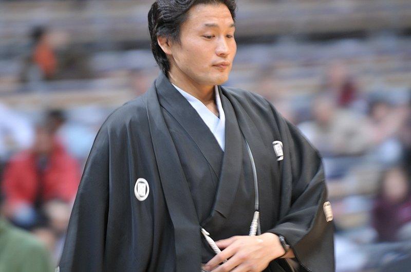 Takanohana vuelve a la rutina
