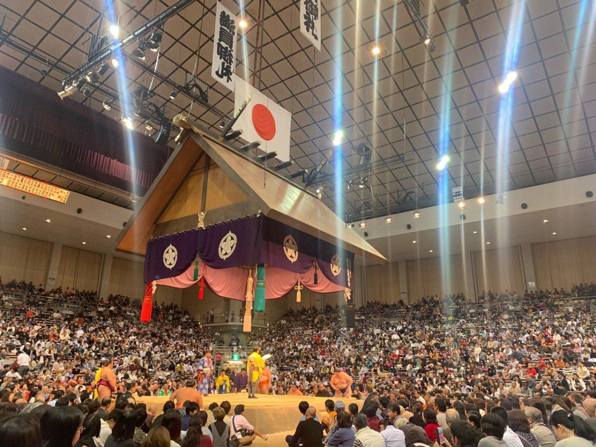Kyushu 2018, día 8 - Takakeisho recupera el liderato en solitario