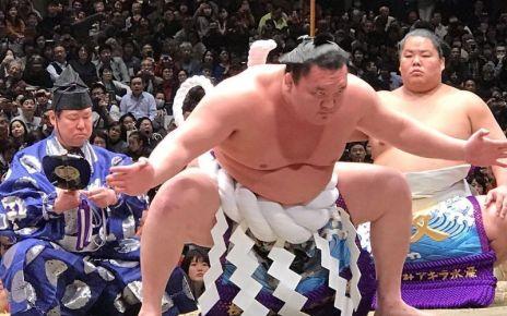 Yokozuna Hakuho dohyo iri