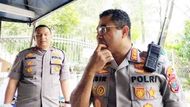 SAMBANGI: Kapolrestabes Medan, Kombes Jhonny Edison Isir saat menyambangi Warkop Jurnalis, Jalan H Agus Salim, Rabu (15/1).