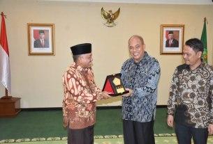 BERSAMA: Wali Kota Tebingtinggi, Umar Zunaidi Hasibuan bersama Ketua DPRD Basyaruddin Nasution dan Kemenag RI, Muhammad Ali Irfan.