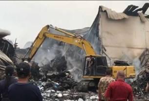 PUING: PT SAS di Jalan Titi Pahlawan, Rengas Pulau, Medan Marelan, tingga; puing usai dilalap api, Kamis (20/8).