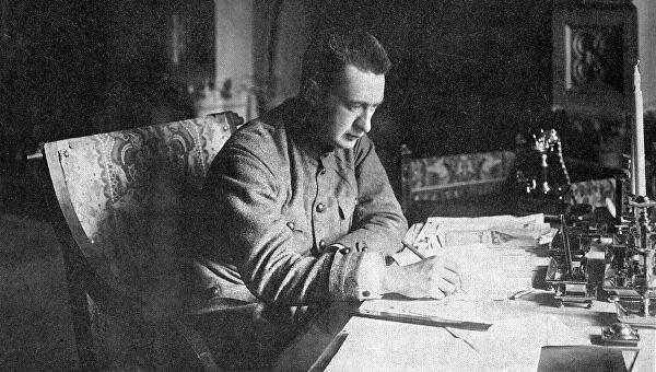Русский политический и государственный деятель, бывший министр-председатель Временного правительства Александр Федорович Керенский родился 4 мая (22 апреля по старому стилю) 1881 года в Симбирске (ныне Ульяновск).